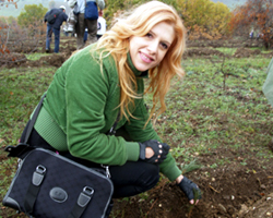 Macedonian pop star joins in the planting