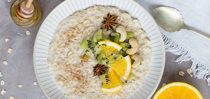 Food to help gut health - oatmeal and fruit